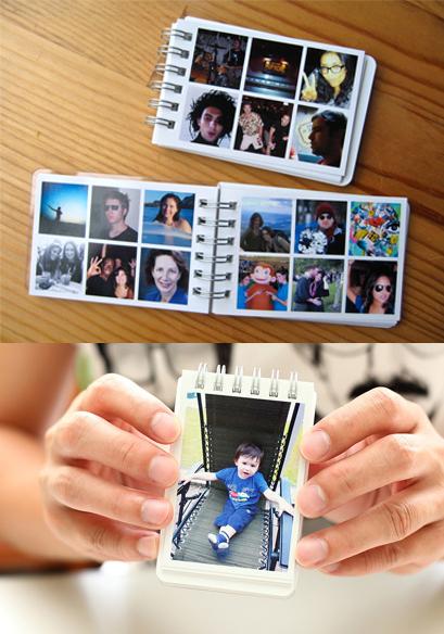 Mini álbum con fotografías impresas en viñetas muy pequeñas