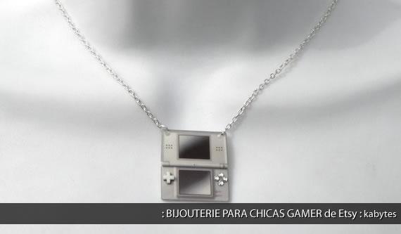 Colgante con Nintendo DS en miniatura