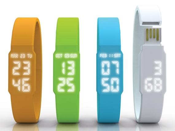 Muestrario de cuatro relojes digitales con memoria USB en varios colores.